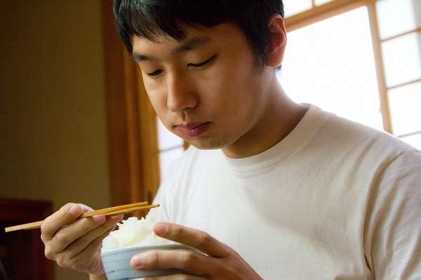 「食事が遅い人は仕事ができない人?」が物議 「ゆっくり味わいたい人もいる」「無理やりケチつけてるだけ」