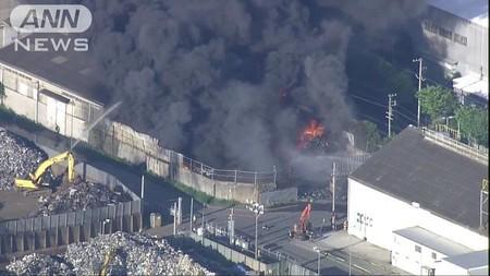 激しい黒煙 兵庫・尼崎市の工場地帯で火災(テレビ朝日系(ANN)) - Yahoo!ニュース