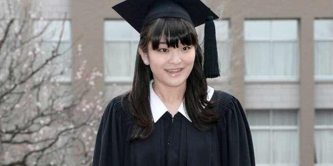 【悲報】眞子さまの乗った車が事故・・・秋篠宮家は事故多いな・・ - 億ったー