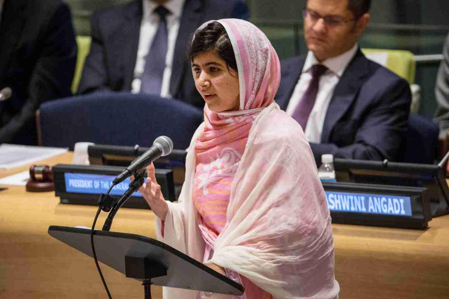 マララさん タリバン銃撃乗り越え国連演説全文「1人の子ども、1人の教師、1冊の本、1本のペンでも世界を変えられる」
