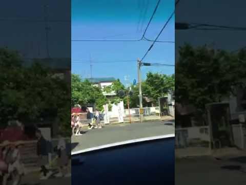 門真 通学路を車で暴走 - YouTube
