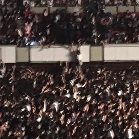 ワールド記念ホールで将棋倒し発生 怪我人を2階席に救助「子供が死んでもおかしくない状況」 #カミコベ - NAVER まとめ