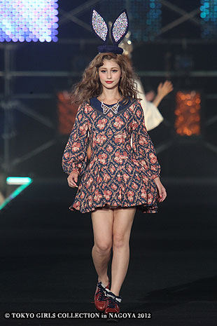 ダレノガレ明美「美女と野獣」風ウェディングドレスで憧れのベルに変身 本物のような美しさに絶賛の声