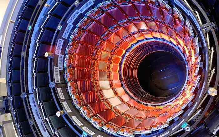 大型ハドロン衝突型加速器の上に現れた「異次元への出入り口」が欧州を驚かせる