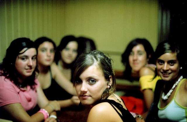 疲れる女友達「フレネミー」の特徴と対処法 - ビビコ