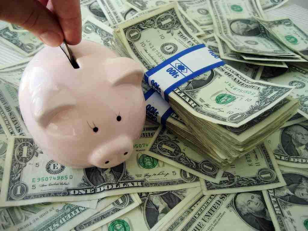 30代の平均的な貯金額はいくら?気になる30歳~39歳の男女別 平均年収と、預貯金などの貯蓄に関する統計データを調べてみた。 - クレジットカードの読みもの