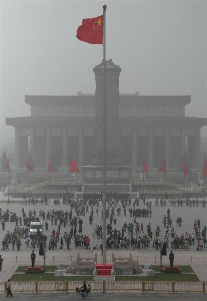 北京で2年ぶりの深刻な黄砂 「黄色の霧」に覆われる
