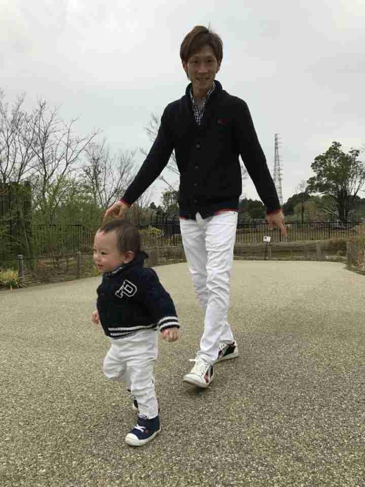 秋山莉奈が息子の頭の形を矯正する「ヘルメット治療」の様子を紹介