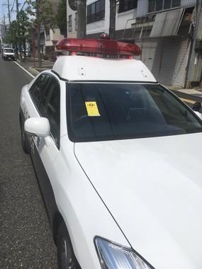 パトカーに駐禁ステッカー、山口県警「駐車違反でない」