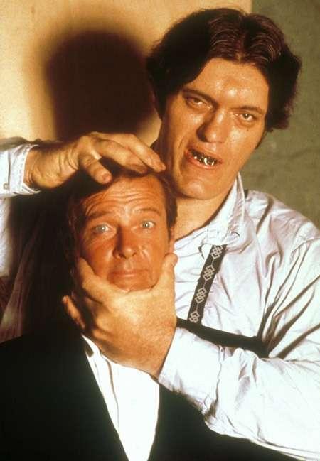 【訃報】ロジャー・ムーアさん死去 「007」でボンド役