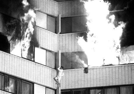ロンドン高層住宅で火災 多数のけが人