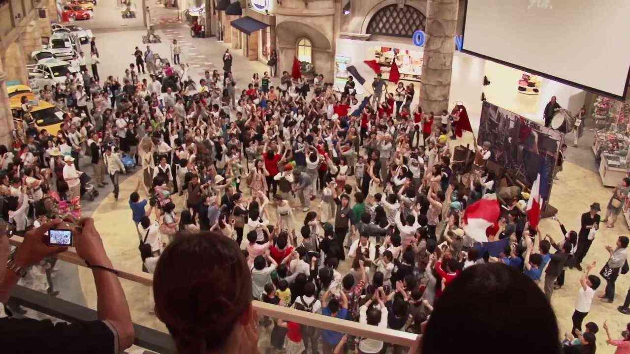 「レ・ミゼラブル」ブルーレイ&DVD発売記念 フラッシュモブ・イベント公式完全版 - YouTube