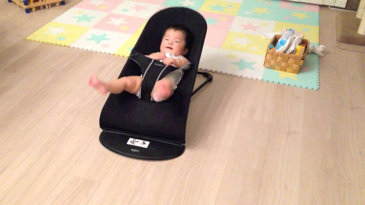 バウンサーの使いがすごい赤ちゃん - YouTube