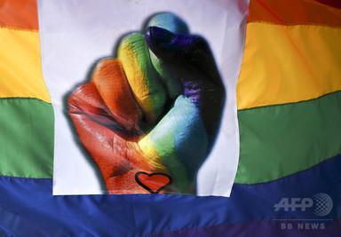 同性愛の男性3人が家族に コロンビア、初の「ポリアモリー婚」 写真1枚 国際ニュース:AFPBB News