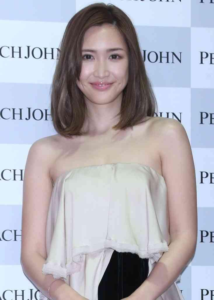 紗栄子、輝く美背中&ヒップラインを大胆披露 『sweet』でキレイの秘密紹介