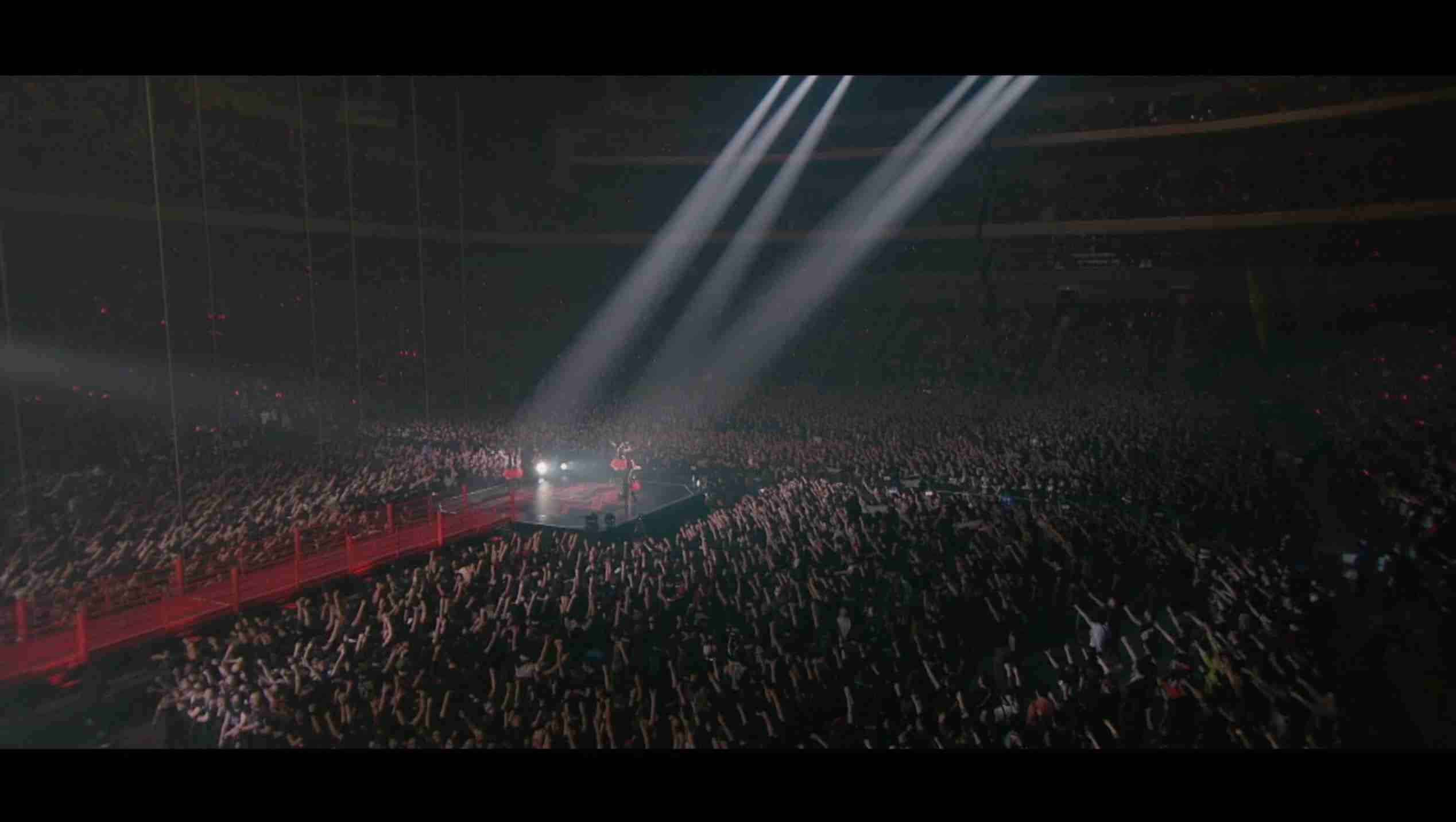 BABYMETAL - Road of Resistance - Live in Japan (OFFICIAL) - YouTube