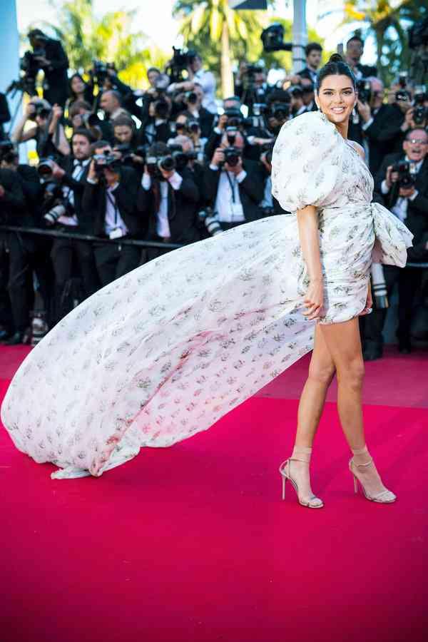 【ELLE】ケンダル・ジェンナー|DAY3-5:2017カンヌ映画祭レッドカーペットドレス|エル・オンライン