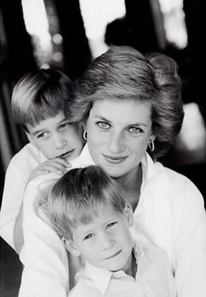 ヘンリー王子 母ダイアナ妃の死後「パニック発作を起こすように」