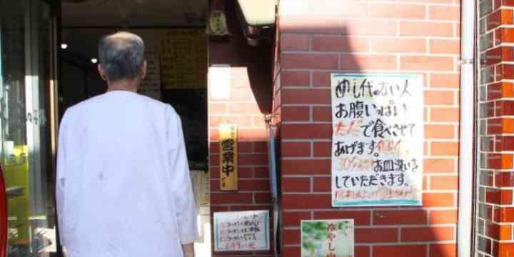 飯代のない学生「皿洗い30分」でタダ…餃子の王将出町店の35年 店主「心意気や」