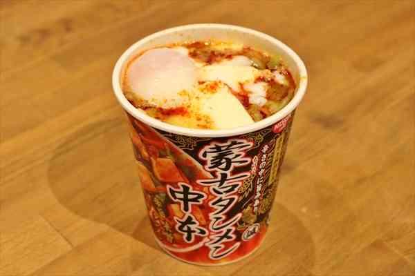 セブンの激辛カップ麺「蒙古タンメン中本」の激ウマアレンジを試してみた - トゥギャッチ
