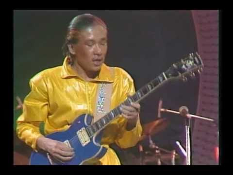 READY TO FLY - 高中正義 -  1980 at 武道館 - YouTube