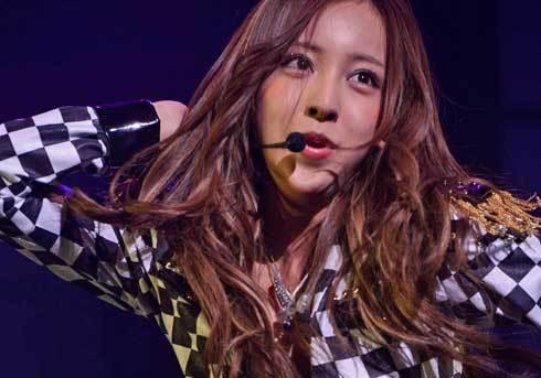 板野友美、イメチェンに「生え際の後退が加速?」 新曲セールス伸びず「サムアップボタン押せません!」 (おたぽる) - Yahoo!ニュース