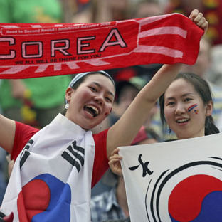 【サッカー】これがアウェイの洗礼か!? 韓国に遠征した日本人サポーターに対するマジキチすぎる嫌がらせ - NAVER まとめ