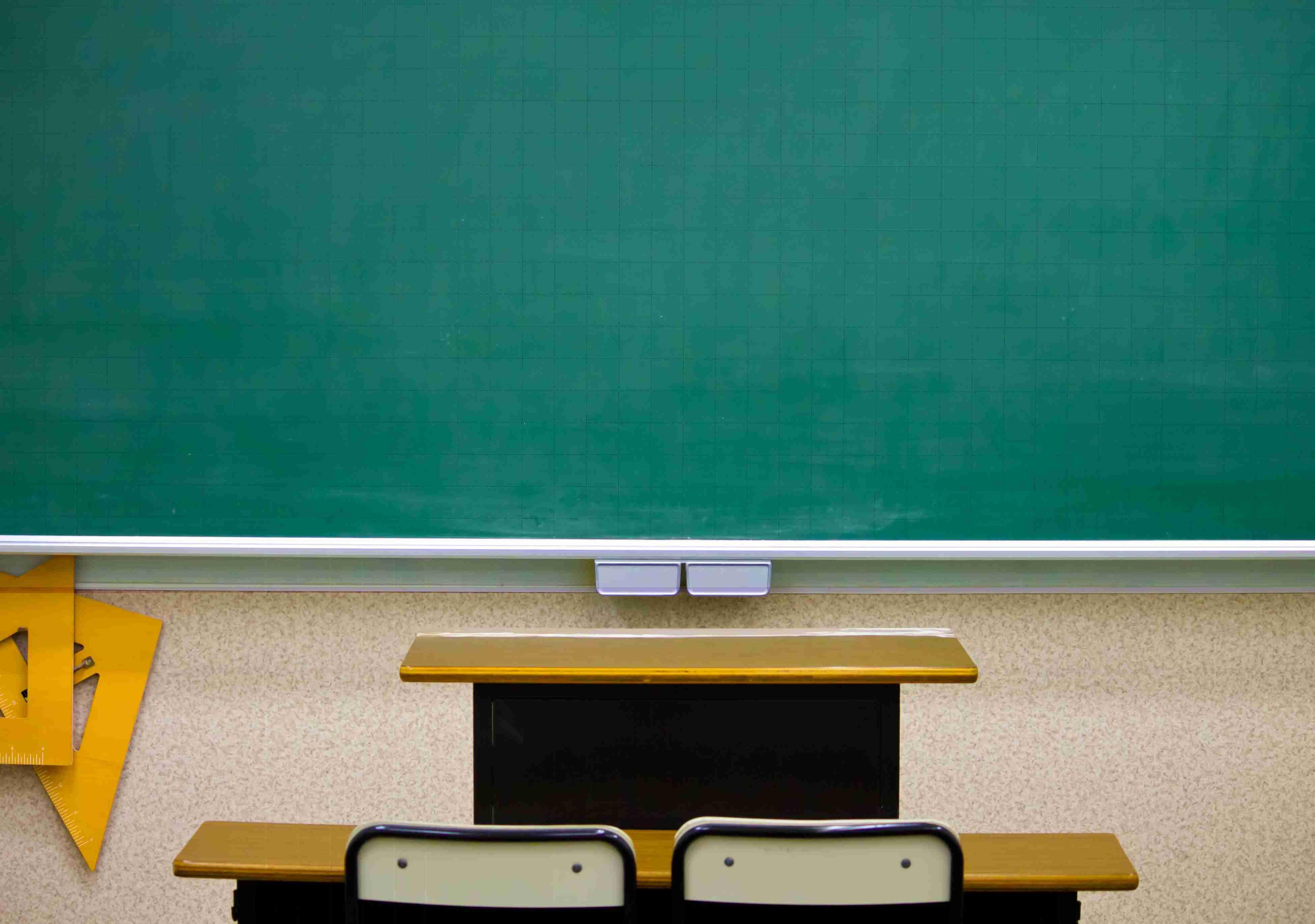 児童の名前を黒板に「忘れ物ランキング」と掲示 女性教諭を注意