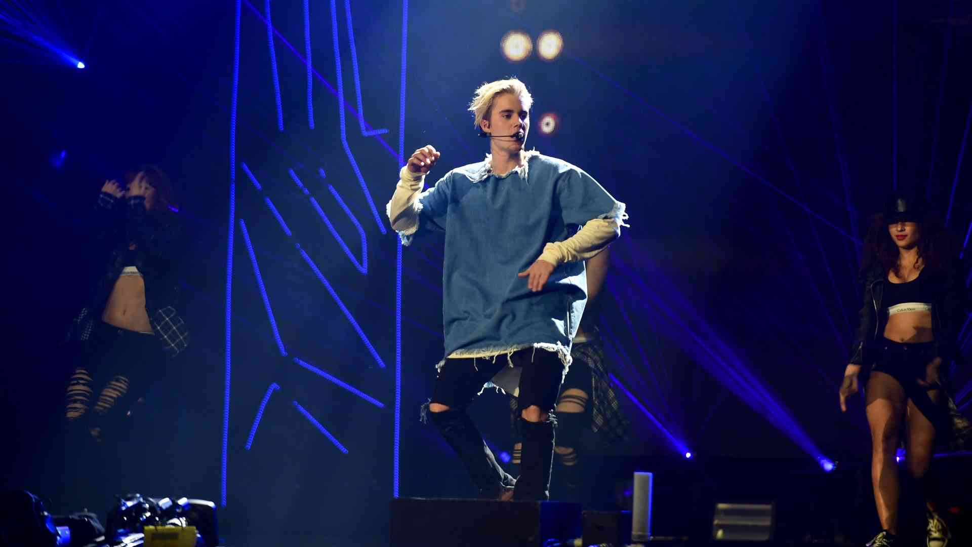 Justin Bieber - What Do You Mean? (Radio 1's Teen Awards 2015) - YouTube