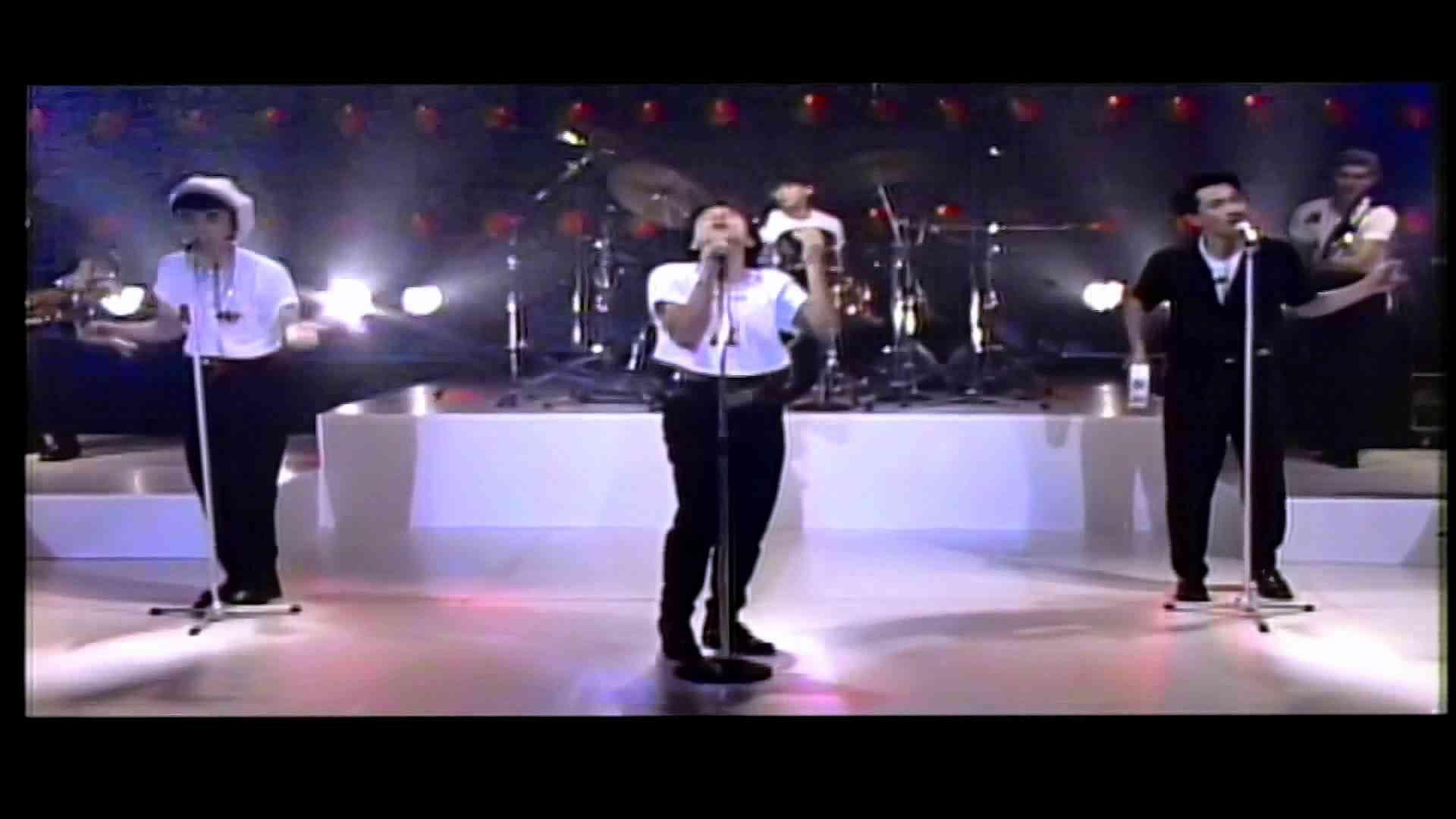 チェッカーズ LIVE「Gipsy Dance」 - YouTube