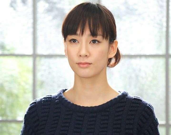桐谷美玲&水川あさみ、ブルゾンちえみのコスプレで本人と3ショット 「素敵」「一瞬誰かわからんかった!」