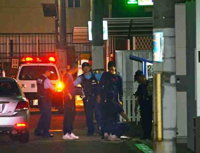 「熱い、助けて!」全身火だるまの男性が電気店に…堺、殺人未遂容疑で捜査 不審な車走り去る