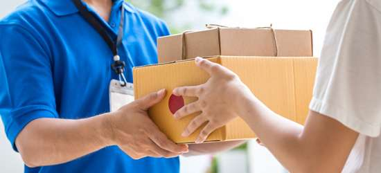 会社でアマゾンの荷物を受け取るのはアリ?原則禁止の企業も「総務の負担を増やさないで」