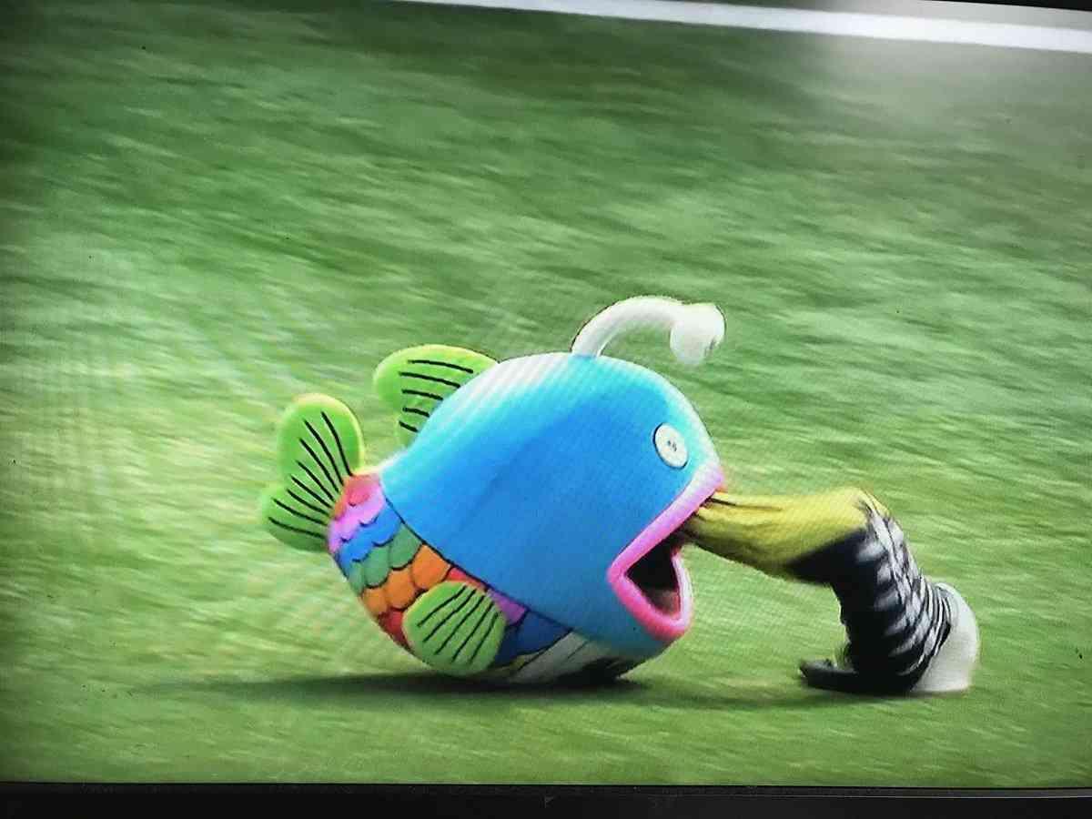 【千葉ロッテマリーンズ】「謎の魚」の口から突然…第3形態へ奇跡の変化も観客あぜん