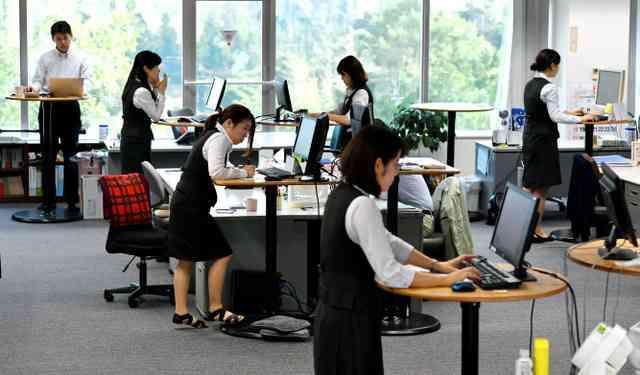座ったままのPC禁止で集中力を 慣れないヒール女性も (朝日新聞デジタル) - Yahoo!ニュース