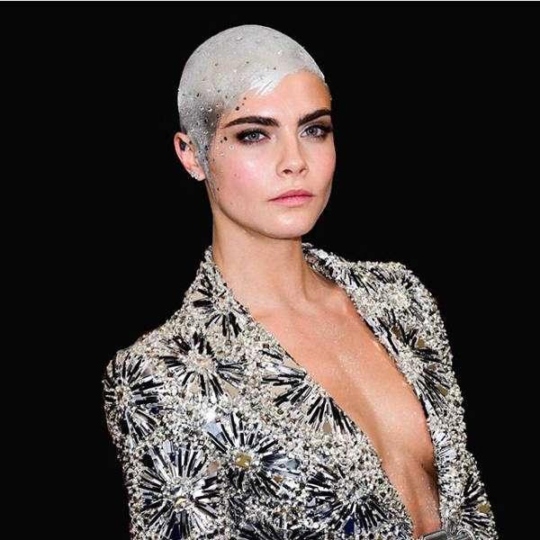 カーラ・デルヴィーニュの丸刈りヘアに元気づけられた女の子がヒーロー?