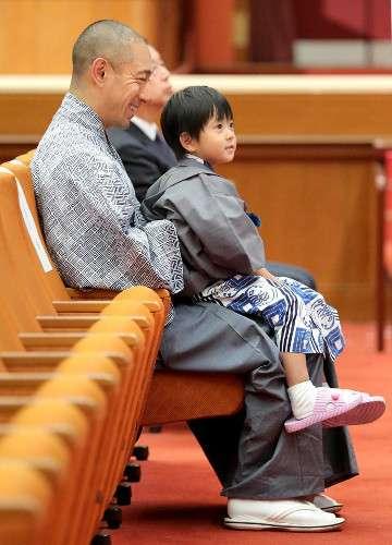 海老蔵、亡くなった麻央さんのブログについて「あとで、すこしご報告があります」 (スポーツ報知) - Yahoo!ニュース