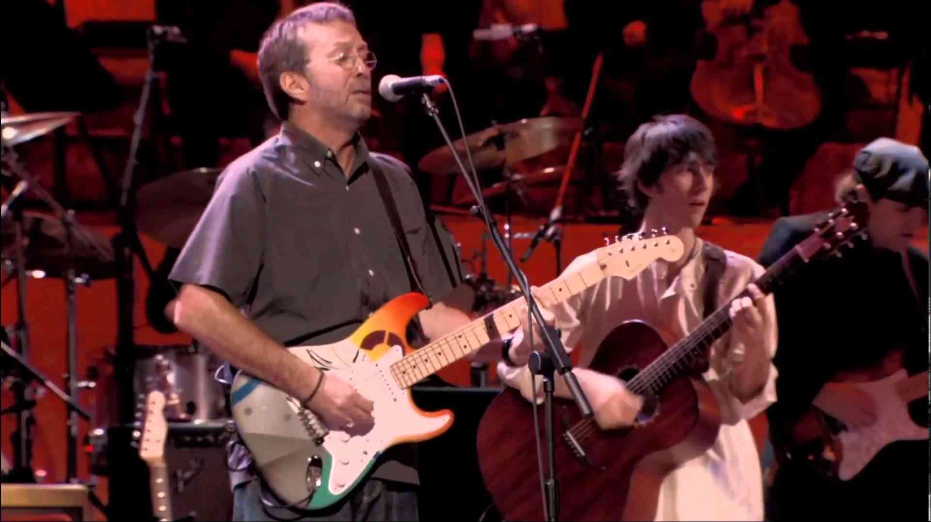 Eric Clapton & Paul McCartney - While My Guitar Gently Weeps [HD] - YouTube
