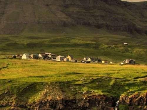 「たった16人しか住んでいないヨーロッパの村が美しい…」フェロー諸島の景色が評判を呼ぶ