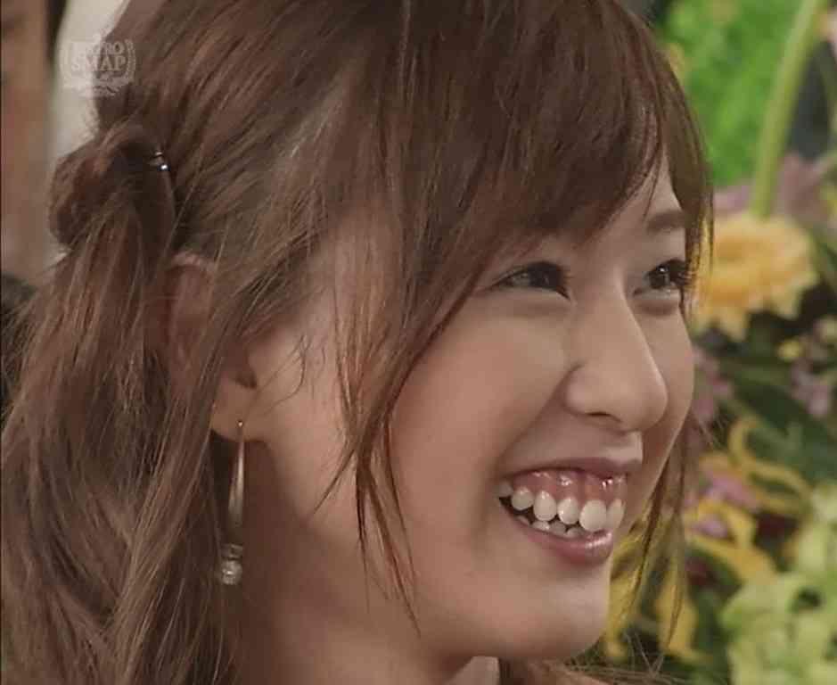 戸田恵梨香の制服姿に「足細い!!現役いける」の声