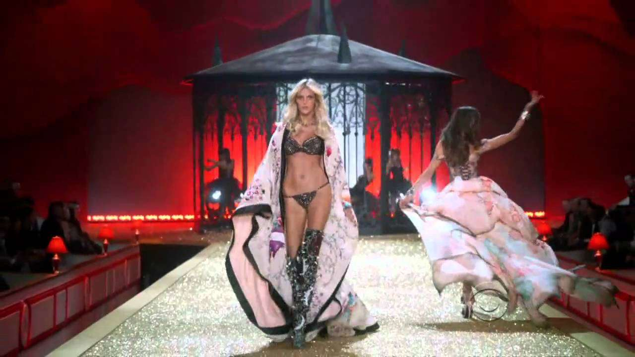 Victoria's Secret Fashion Show 2010 Part 1 - YouTube