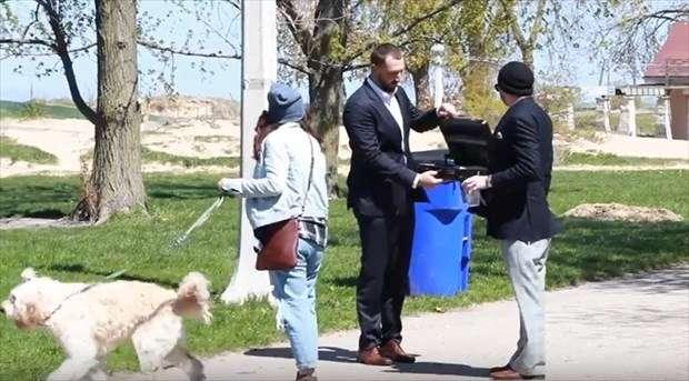 散歩中の飼い主たちに、「犬を10万ドル(約1100万円)で譲って欲しい」と申し出た結果…