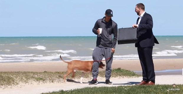 散歩中の飼い主たちに、「犬を10万ドルで譲って欲しい」と申し出た結果… | BUZZmag