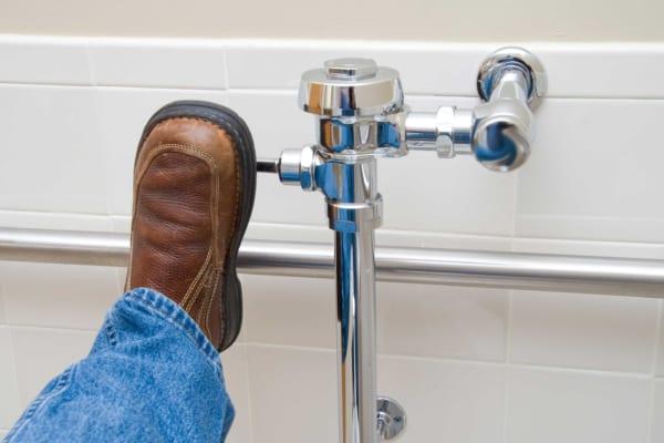 流し忘れのトイレはどうする? 入らない人に「流せよ」の声 – しらべぇ | 気になるアレを大調査ニュース!