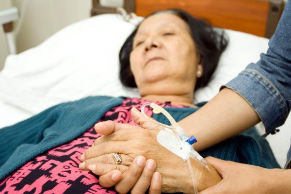 母親がガンで緊急手術「親の手術よりも会議出ろ」と言うPTAに怒りの声
