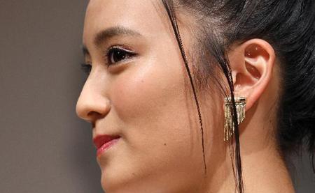 岡田結実 横顔が美しい女性に!食べ歩きのロケで体重増「早くやせなきゃ」