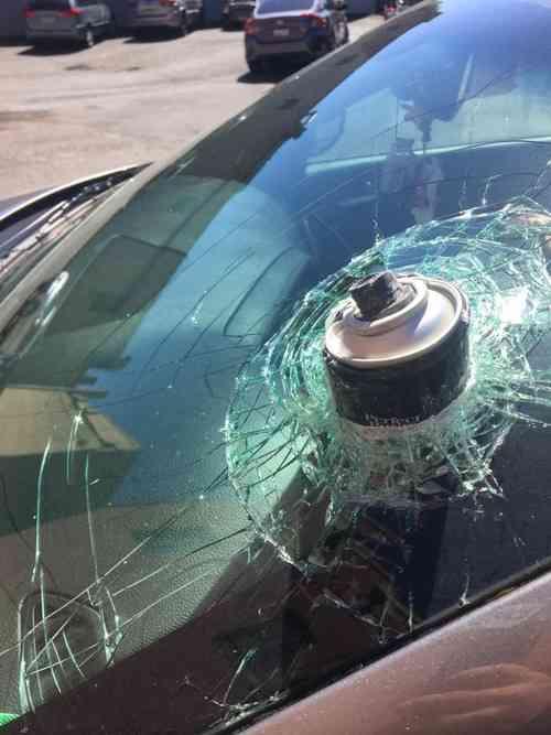 「炎天下の車内にヘアスプレーを放置していたら…信じられないことになった」