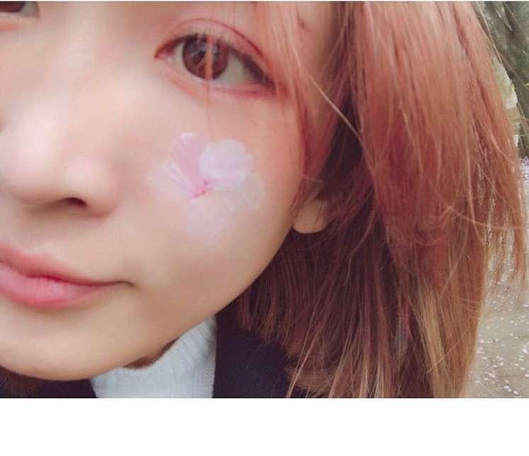 紗栄子、頬に桜の花びらを飾る 「何しても可愛いなぁ」ファンうっとり
