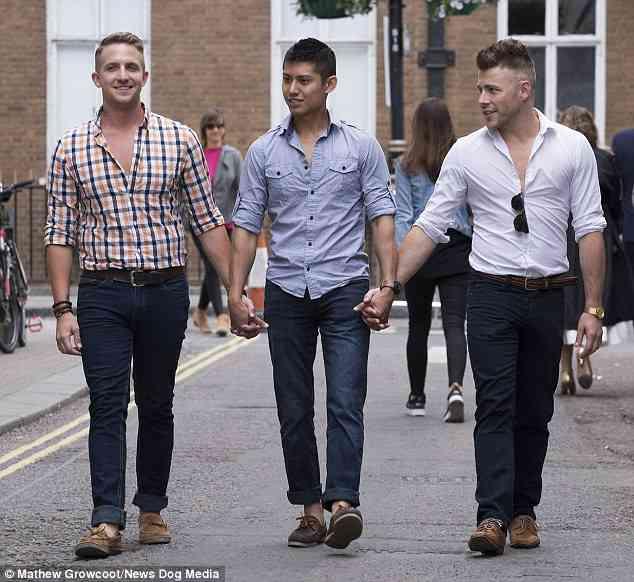 同性愛の男性3人が家族に コロンビア、初の「ポリアモリー婚」