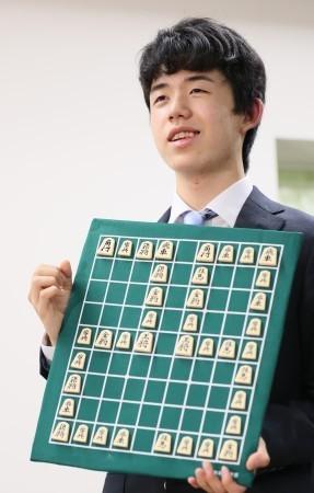 <将棋>29連勝藤井四段 学校でも級友から祝福 (毎日新聞) - Yahoo!ニュース